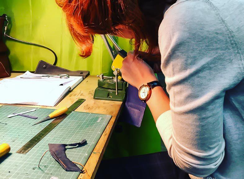Как сшить сумку обучение по изготовлению изделий из кожи в Москве на метро Технопарк. Обучаем интенсивно с максимальным упором на практику. Сразу сможете сшить изделие и забрать с собой.