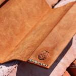 Обложка для паспорта ручной работы из винтажной кожи растительного дубления вегтан. Прошита нитями из распущенных рыбацких сетей выброщенных на берег Камчатки.
