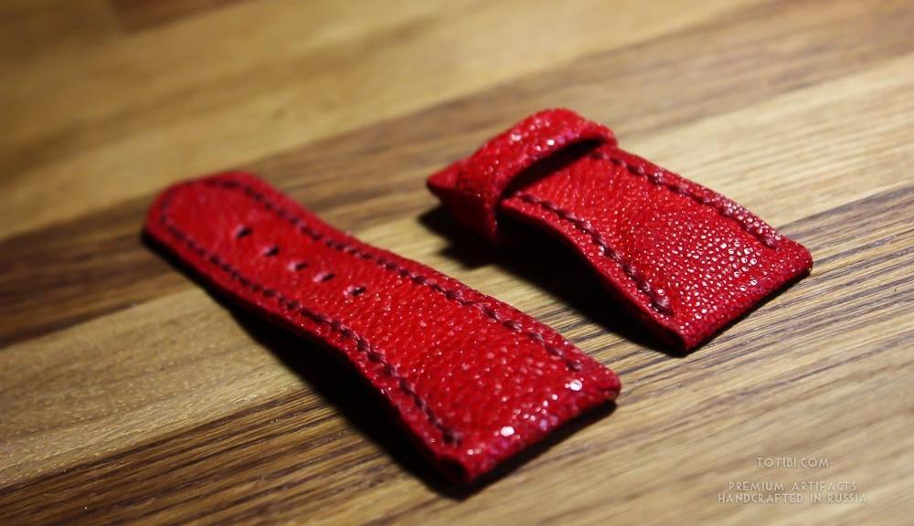 Ремешок ручной работы из красного шлифованного ската для женских часов Lorenzo Pozzan. Сделано с душой в Москве, чтобы служить долго. Доставка по России и миру.