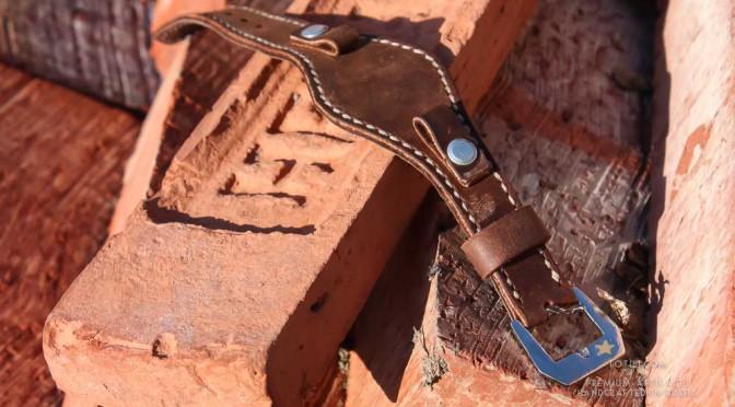 Широкий ремешок ручной работы из лошадиной замши растительного дубления Horween для часов Panerai. Ремешки шьются в Москве и доставляются по России и миру.