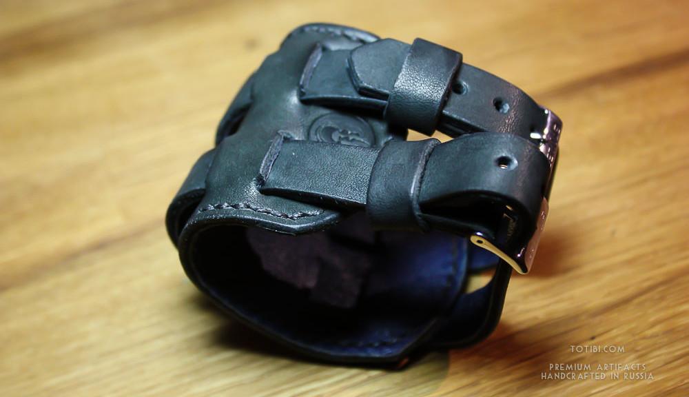 Широкий браслет Джонни Деппа. Брутальный напульскик ручной работы сделаный в Москве, доставка по России и миру.
