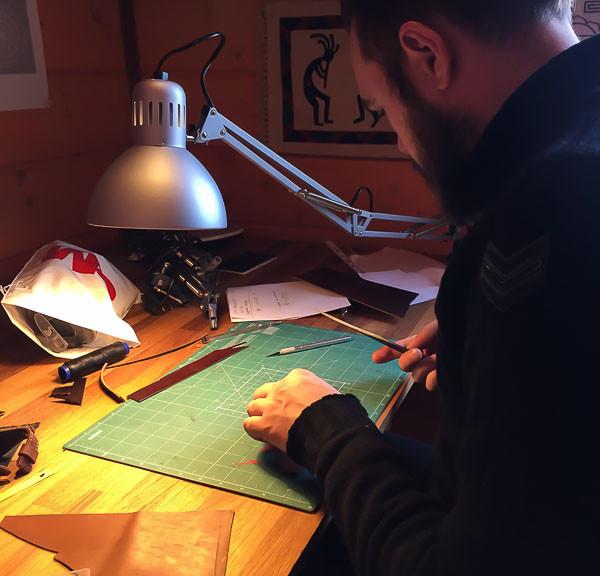 Обучение кожаному ремеслу, производству сумок кошельков ремешков ручной работы в студии Totibi в Москве. Люди уже успешно зарабатывают.
