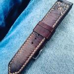 Надёжный долговечный ремешок для часов Hamilton сделанный из кожи растительного дубления произведенной в Москве. Доставка по России и в любую страну мира.
