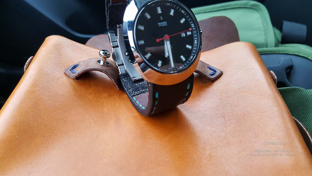 Часовой ремешок ручной работы для RADO из толстой телячьей кожи и кожи ската в месте крепления ремешка к корпусу часов. Сделано с душой вручную в Москве, доставка по России и миру.