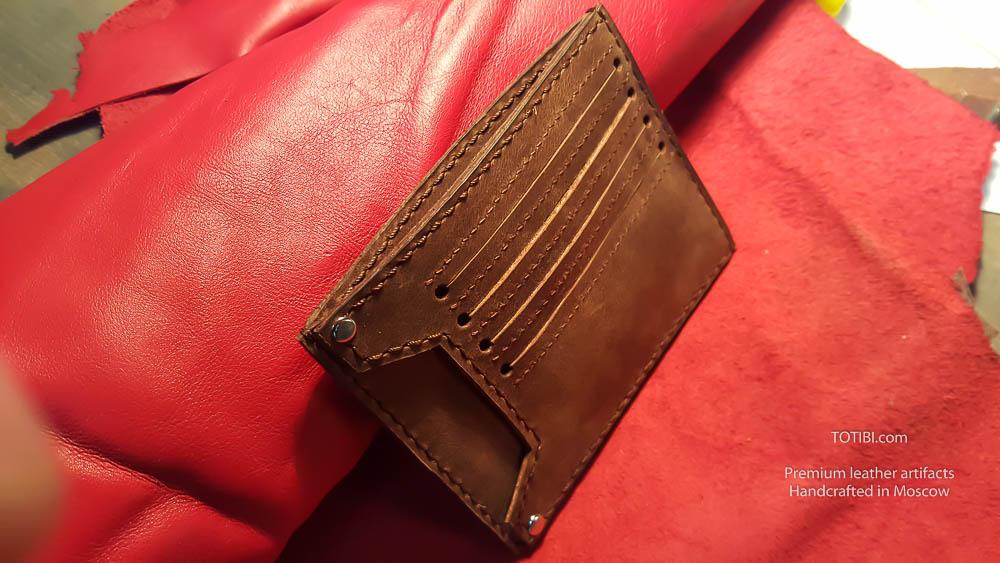 бумажник для автомобильных документов и наличных денег и карт сделан вручную из лошадиной кожи Horween.