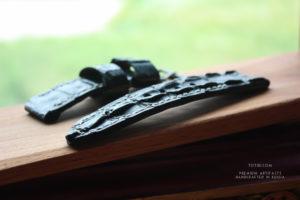 Готов ремешок для брутальных титановых часов Uboat. Каждый раз уникальный хвост крокодила подчеркивает индивидуальность и вкус. Ручная строчка прочной вощёной нитью. Сделано с душой, чтобы служить долго.