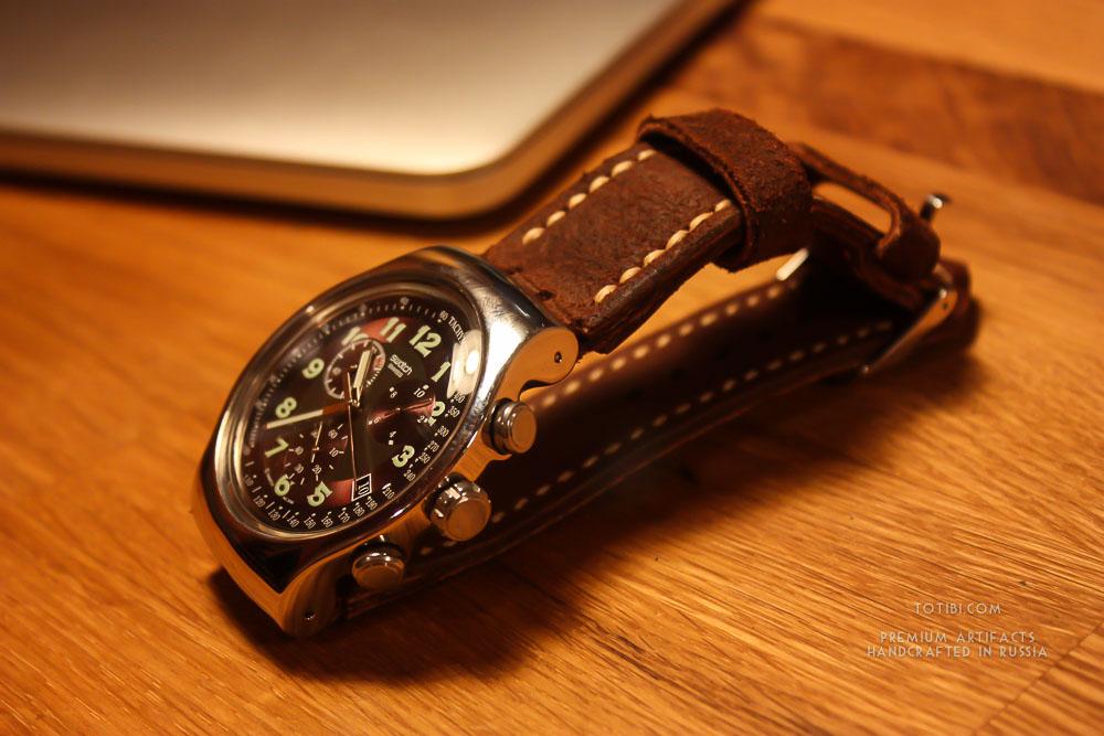 надёжный и прочный ремешок для часов Swatch с их сложным креплением. Лошадиная замшевая кожа, ручная строчка вощёной нитью. Сделан с душой, чтобы служить долго и каждый день радовать.