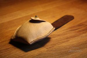 Чехол для раскладной печати лягушки, чтобы в сумке или рюкзаке не раскрывалась.