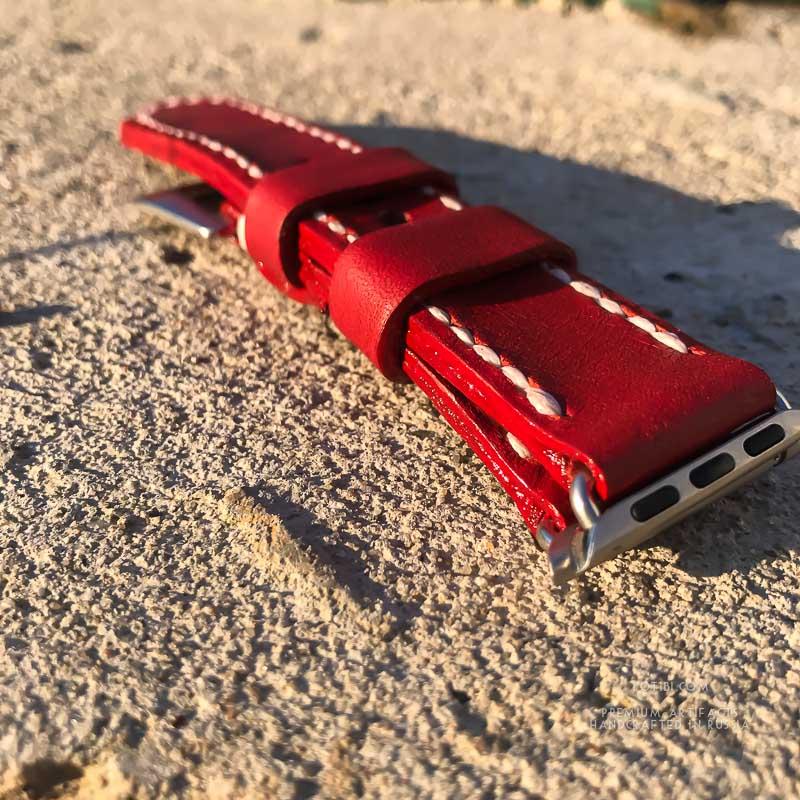 Красный алый ремешок для женских часов apple watch 38 mm. Сделан вручную в Москве, доставка по России и зарубеж.