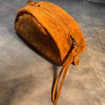 Кожаный чехол из винтажной кожи ручной работы для наушников. Сделано в Москве с душой, чтобы служить долго.