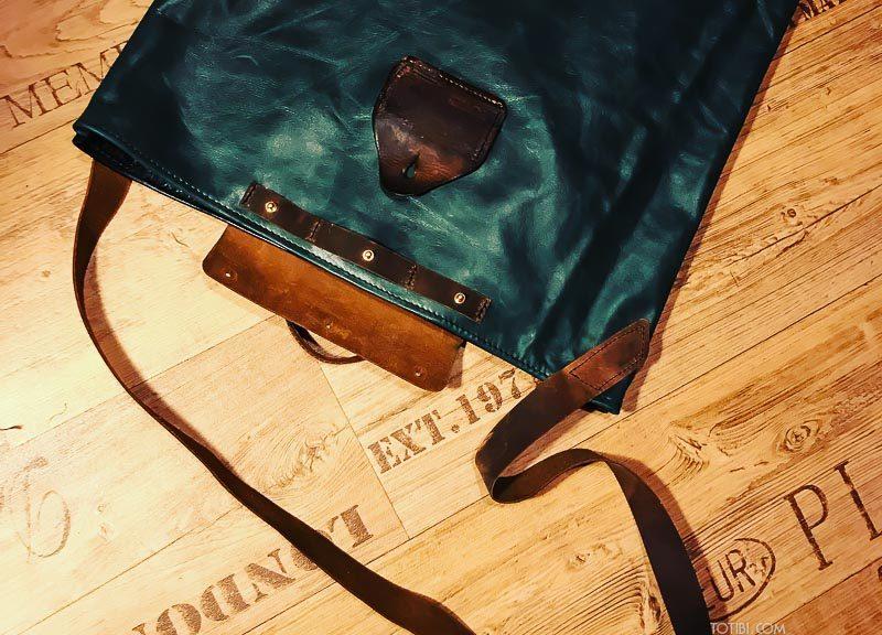 Сумка для дизайнеров и художников для переноски ватманов и больших листов в формате А2. Может быть любого размера. Сделана с душой в мокве из натуральной красивой кожи с запахом, чтобы служить долго и каждый день радовать. А также красиво стареть обретая патину.