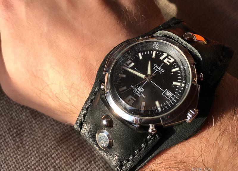 Ремешок ручной работы для часов со сложным креплением ремешка к корпусу часов, оригинальный ремешок уже не найти, не выпускают, а мы делаем. Из отличной кожи в Москве.
